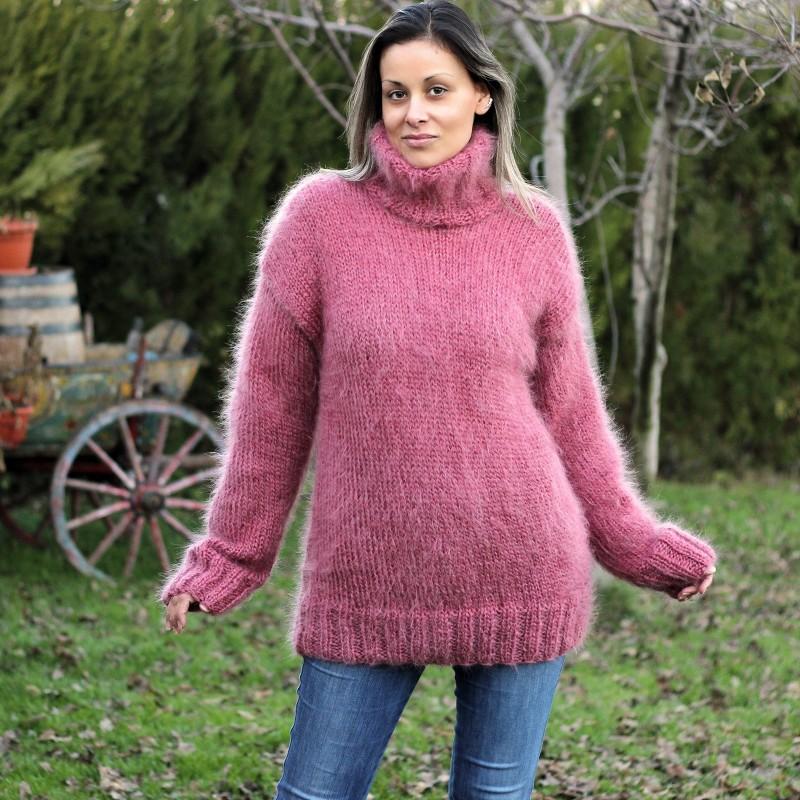 Hand Knit Mohair Sweater dark pink Fuzzy Turtleneck Handgestrickt pullover by Extravagantza