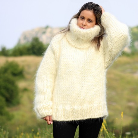 Hand Knit Mohair Sweater Off-White Fuzzy Turtleneck 10 strands Handgestrickte pullover by Extravagantza